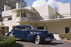 Rightly in demand among home buyers, Melbourne's art deco architecture ranks among the world's best, according to Art Deco & Modernism Society president Robin Grow.