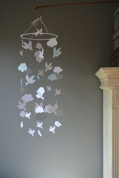Bird mobile / nursery mobile / baby mobile made from white, silver and grey card stock --- Handmade mobile, nursery decor or baby gift door SierGoed op Etsy