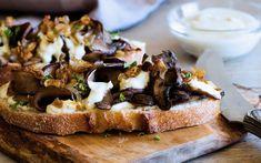Caramelized Shallot & Portobello Open Sandwich With Lemon Cashew Sauce Veggie Sandwich, Sandwich Recipes, Vegan Sandwiches, Sandwich Ideas, Delicious Sandwiches, Bruschetta, Whole Food Recipes, Vegan Recipes, Vegan Sauces