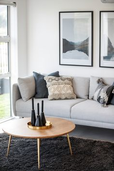 Need to revamp your living room? Play it safe, yet stylish, by colouring it grey. Sofa, Couch, Modern Minimalist, Midcentury Modern, Colouring, Home Interior Design, Love Seat, New Homes, Mid Century