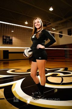 New sport pictures ideas volleyball 29 ideas Volleyball Team Pictures, Volleyball Poses, Female Volleyball Players, Senior Pictures Sports, Senior Photos Girls, Women Volleyball, Sports Photos, Senior Pics, Volleyball Practice