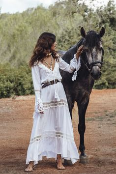 Anjuna | summer-dress-Anjuna-2018-collection-white-kaftan-boho-hippy-style-lace-and-application-handmade-in-Italy