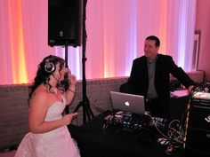 Même la mariée a ''mixé'' sa demande spéciale avec le DJ! Concert, Bags, Fashion, Handbags, Moda, Fashion Styles, Concerts, Fashion Illustrations, Bag