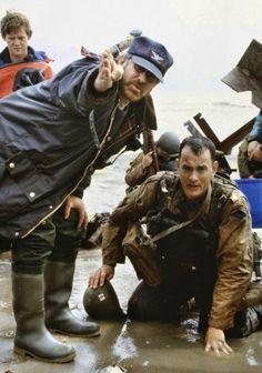 """Steven Spielberg y Tom Hanks durante el rodaje de """"Salvar al Soldado Ryan"""", 1998"""