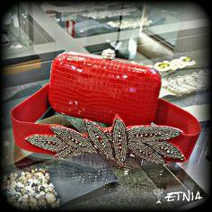 Etnia Rojo. Nueva cartera y cinturón.