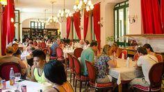 El restaurante Florida se encuentra situado en el hotel del mismo nombre, en la céntrica Calle Obispo, muy cerca del Parque Central y de la Plaza de Armas.