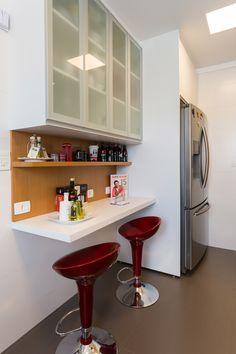 Small Apartment Design, Condo Design, Studio Apartment Decorating, Small Galley Kitchens, Narrow Kitchen, Home Kitchens, One Wall Kitchen, Kitchen Layout, Kitchen Decor
