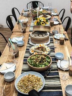 焼きとうもろこしご飯、肉ご飯が並びました。 ほかにシューマイ2種類、スープ、デザート、出てきますよ。 Table Settings, Place Settings, Tablescapes