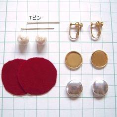 くるみボタンを使ったピアスやイヤリングのアレンジを3つ紹介します!... Beaded Earrings, Earrings Handmade, Diy Fabric Jewellery, Earring Display, Homemade Jewelry, Blue Topaz Necklace, Fantasy Jewelry, Beads And Wire, Handmade Accessories