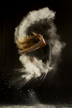 Geraldine Lamanna - Powder Dance photographs - dancers covered in powder, and the result in a still frame.  Beautiful!