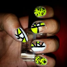 Mozaic nails with neon leopard pattern
