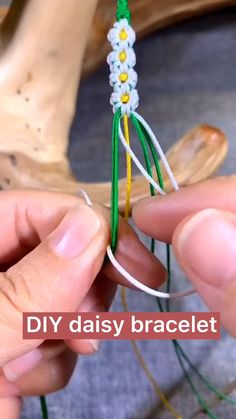 Diy Friendship Bracelets Tutorial, Friendship Bracelets Designs, Diy Bracelets Easy, Bracelet Tutorial, Macrame Tutorial, Summer Bracelets, Diy Bracelets With String, Knot Bracelets, Paracord Tutorial