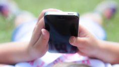 Ver a niños pequeños utilizando teléfonos móviles es algo absolutamente cotidiano, hasta el punto de que a los 10 años muchos ya tienen su propio smartphone. Según un estudio de la firma...