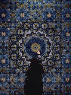 "yatzer: ""The Highlights of Dubai Design Week 2015 photo: The Hammam Deluxe carpet by Samovar Carpets. Photo by Herald Herrera at Downtown Design Dubai "" Dubai Design Week, Hijab Drawing, Mosque Architecture, Hijab Cartoon, Islamic Girl, Iranian Art, Islamic Wallpaper, Jolie Photo, Islamic Pictures"