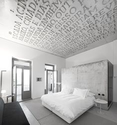 Casa do Conto (House of Tales) was born four years ago, giving rise to a unique project within the Oporto's growing hotel industry. The Hotel Casa do Conto Escalier Design, Plafond Design, Interior Minimalista, Hotel Portugal, Porto Portugal, Interior Architecture, Interior And Exterior, Concrete Architecture, Room Interior