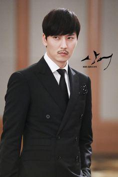 [ 상어 Shark / Don't Look Back ] Let's be absorbed by Han Yi-soo's charisma with her eyes and facial expressions! Korea University, Kim Joon, Dont Look Back, Romantic Movies, Facial Expressions, Perfect Man, Asian Men, Looking Back, Korean Actors