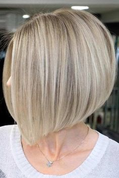 Amazing Inverted Bob Hairstyles For Short Hair Short hairstyles for round faces are in trend! If you have blonde hair and a round face check out these 40 hairstyle ideas. - May 26 2019 at Inverted Bob Hairstyles, Medium Bob Hairstyles, Short Bob Haircuts, Hairstyles Haircuts, Spring Hairstyles, Braided Hairstyles, Wedding Hairstyles, Round Face Haircuts, Hairstyles For Round Faces