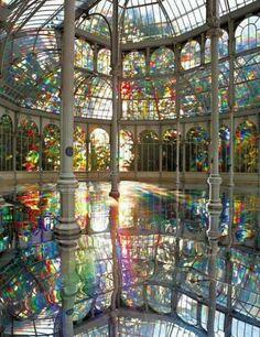 Wauw!! Heel nieuw idee! Een zwembad in het conservatory!!  stained glass greenhouse pool