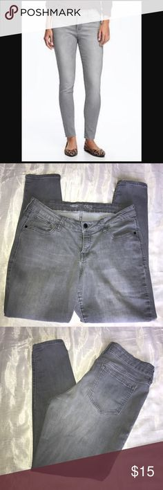 Old Navy grey rockstar jeans Old Navy grey rockstar jeans/ size 14 regular/ good condition/ small wear and tear by inseam. Old Navy Jeans Skinny
