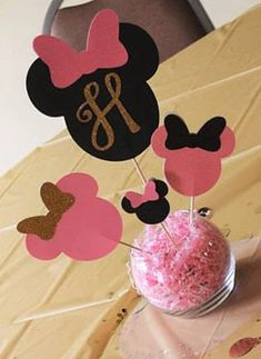 Minnie Mouse pink & gold Gumball by DiamondsCraftsnmore on Etsy Minnie Mouse Birthday Decorations, Minnie Mouse First Birthday, Minnie Mouse Theme, Pink Minnie, Mickey Birthday, 2nd Birthday, Tutu Centerpieces, Birthday Centerpieces, Minnie Maus Ballons