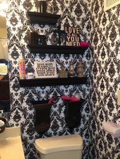 Black and white Bathroom...like the shelves