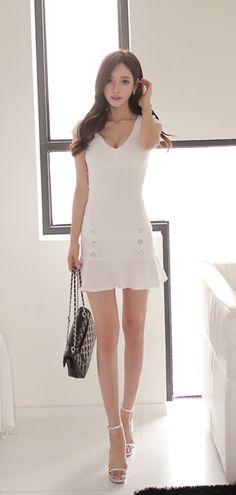 花瓣 Korean Model, Korean Lady, Legs For Days, Sexy Asian Girls, Sensual, Asian Beauty, Cute Girls, White Dress, Short Sleeve Dresses