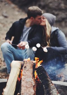 winter fall couples photo utah bridge love hot chocolate kissing leather jacket mash mellows fire pit