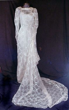 sheer flocked wedding gown with chapel length train. Vintage Clothing, Vintage Outfits, Vintage Fashion, Vintage Bridal, Vintage Glamour, Bridal Gowns, Wedding Gowns, Old Fashioned Wedding, 30s Style