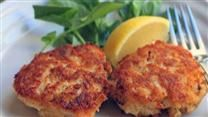 Photos and tips for tasty crab cakes that don't crumble! Trusted crab cake recipes from Cajun-style to Maryland crab cakes. Salmon Recipe Pan, Seared Salmon Recipes, Healthy Salmon Recipes, Crab Cake Recipes, Fish Recipes, Seafood Recipes, Cooking Recipes, Cajun Recipes, Seafood