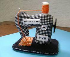 Sweet tiny stuffed sewing machines. Mimin Dolls: Mais modelos de máquina de costura