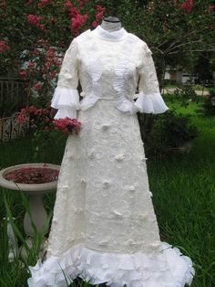 Wedding Dress Handmade 1970's Floral Daisys by TheIDconnection, $275.00