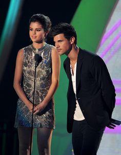 Selena Gomez. MTV VMA 2011. Jenny Packham.