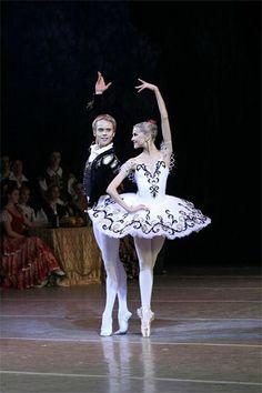 """Alina Somova (Mariinsky Ballet) and Leonid Sarafanov (Mikhailovsky Ballet), """"Don Quixote"""" at Mariinsky Theatre"""