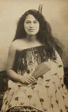 Bildresultat för images of beautiful maori women Antique Photos, Old Photos, Vintage Photos, Polynesian People, Polynesian Culture, Maori People, Maori Designs, Maori Art, Native American History