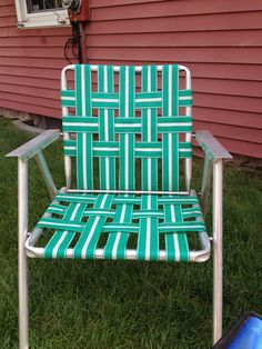 A Vintage Lawn Chair At My Parents House. We Took These To The Beach 43