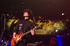 UVERworld×MWAM、情熱の初対バン! ギタリスト・綾野剛!? 映画『新宿スワン』イベントが凄かった! (画像 15/15)| 邦楽 ニュース | RO69(アールオーロック) - ロッキング・オンの音楽情報サイト