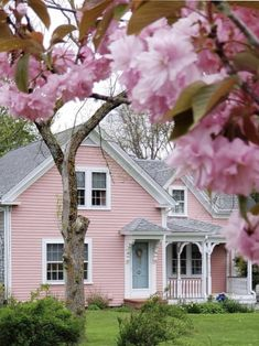 Cozy Cottage, Cottage Homes, Cottage Style, Cottage Farmhouse, White Cottage, Pink Houses, Old Houses, Wooden Houses, Interior Exterior