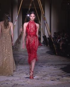 Stunning Embroidered Red Halter Sheath Evening Dress / Evening Gown with Open Back. Couture Spring Summer 2018 Collection Runway by Zuhair Murad Club Dresses, Sexy Dresses, Dress Outfits, Evening Dresses, Couture Mode, Couture Fashion, Runway Fashion, Fashion Fashion, Prom Dress Shopping