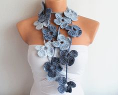Flor bufanda flor gris azul a mano ganchillo bufanda de lazo