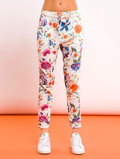 PANTALONE KARY #metjeans #metloves #sprinsummer17 #ss17 #collection #spring #summer #outfit #fashion #womenfashion #women #apparel #jeans #denim #flowers