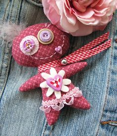 manifattive: Virtues of monstrosity . Bead Loom Patterns, Doll Patterns, Hello Kitty Tattoos, Handmade Soft Toys, Ugly Dolls, Monster Dolls, Sewing Dolls, Fabric Jewelry, Felt Toys