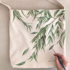 Use as a guide Painted Canvas Bags, Fabric Paint Designs, Fabric Stamping, Fabric Bags, Cloth Bags, Fabric Painting, Collages, Printing On Fabric, Creations