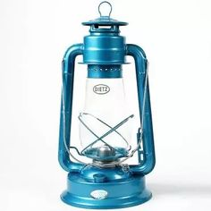 Same efficient lantern as the Junior but in a larger package, the Blizzard was designed in 1898 to offer a choice in size. Earned its name by standing up to high winds.       Extra-tall globe for superior efficiency      Output: 4.4 cp, burns: 26 hrs      Wick: 7/8 flat wick       Tank: 31 oz      Size: 15H, 2-3/4 lb      China
