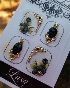 Gorgeous Nails, Love Nails, Nail Jewels, Gem Nails, Crystal Nails, Bindi, Rhinestone Nails, Nailart, Swarovski