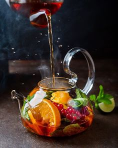 Try these 3 beautiful brewed tea with delicious fruits recipes. In no time, you'll make a delicious beverage. It's good and natural enjoy your tea with fruits. Food Styling, Fruit Tea, Fresh Fruit, Fruit Cups, Snacks, Tea Recipes, High Tea, Afternoon Tea, Food Art