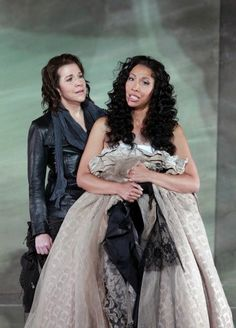 #examinercom    New Romeo and Juliet production, Bellini's I Capuleti e i Montecchi, opens at SF Opera with French director, French designer sets and costumes.  http://www.examiner.com/article/i-capuleti-e-i-montecchi-by-bellini-opens-at-sf-opera-with-gorgeous-costumes