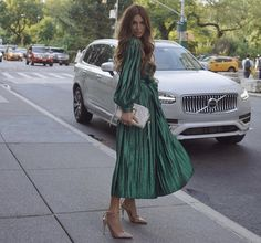Negin Mirsalehi, founder of Gisou, takes the Volvo Luxury SUV to shows during New York Fashion Week Green Outfits For Women, Negin Mirsalehi, Volvo Xc90, Estilo Fashion, Personal Style, Casual Outfits, Street Style, Shirt Dress, Clothes For Women