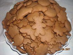 Vypracujeme těsto, které necháme v lednici odležet do druhého dne. Vykrajujeme a pečeme na 180 stupňů. Po vytažení z trouby můžeme natírat... Xmas Cookies, Healthy Diet Recipes, Christmas Sweets, Nutella, Sweet Recipes, Cookie Recipes, Petra, Gingerbread, Sweet Tooth