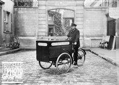 Ambulancier de la S.P.A. (Société protectrice des animaux) chargé de ramasser, dans les rues de Paris, les chiens malades ou blessés, en triporteur.