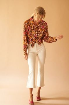 tropical Blouse Best suited for a size EU / US / UK Model is a cm ) eu 36 / us 4 / uk Vintage from Oslo. Oslo, Capri Pants, Tropical, Suits, Blouse, Model, Vintage, Shopping, Collection